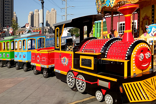 Amusement Park Thomas Train Is Available in Dinis