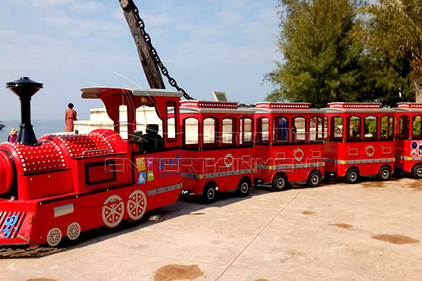 Amusement Park Train Set Is Available in Dinis