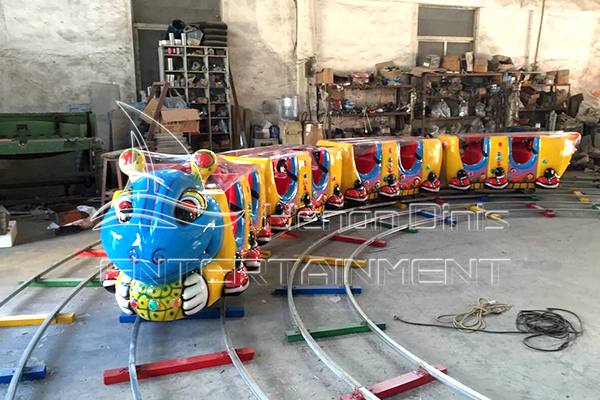 Ant Electric Ride on Train with Tracks for Sale