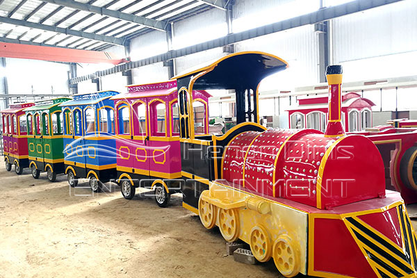 Antique Trackless Amusement Trains for Sale in Dinis