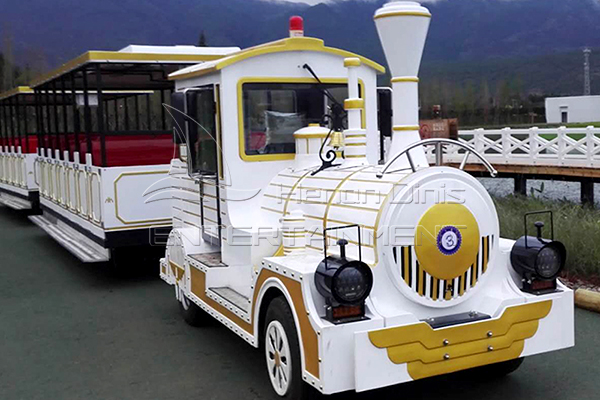 Carnival Trackless Train Is Available in Dinis