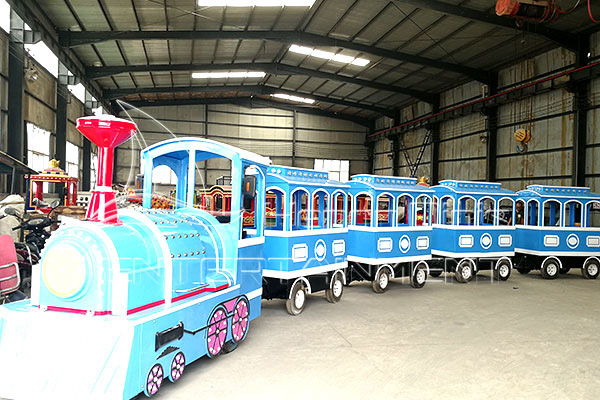 Child Romantic Outdoor Train in Dinis