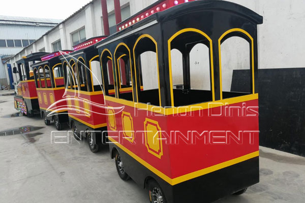 Dinis New Backyard Train Carriage