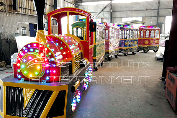 Dinis Vintage Mall Train Ride Is Available in Dinis