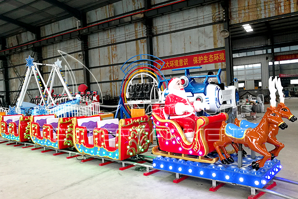 Electric Christmas Track Train Rides Runs at the Dinis Factory