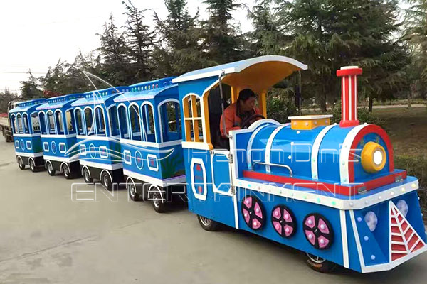Vintage Child Mall Train Rides Are Available in Dinis